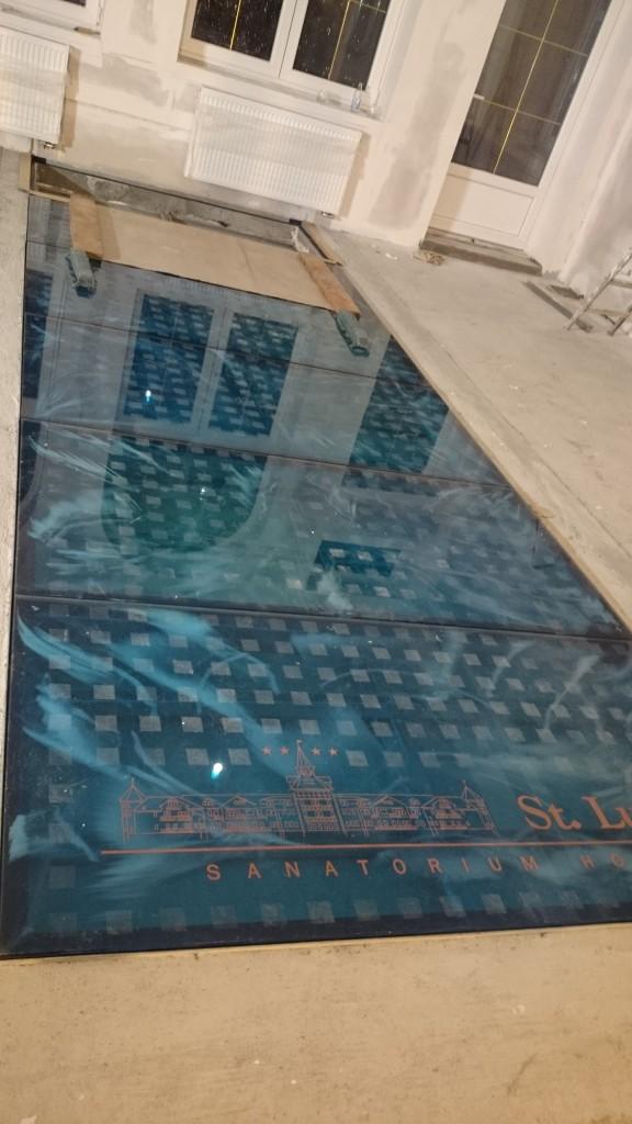 Podlogi Szklane I Schody Szklane Druk Na Szkle Szklane Kabiny